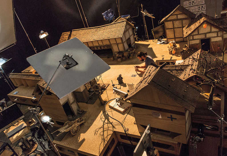 0400.0080.photo.jptaszek.0001 Animator Gabe Sprenger works with Kubo and Kameyo on the Kubo's Village set for animation studio LAIKA's epic action-adventure KUBO AND THE TWO STRINGS, a Focus Features release. Credit: Jason Ptaszek | Laika Studios / Focus Features